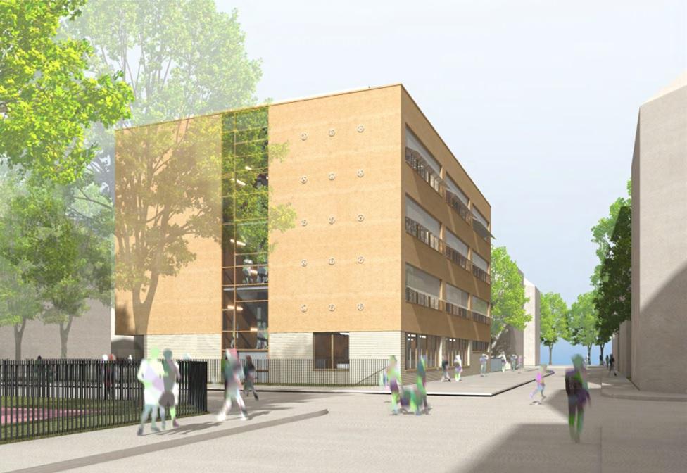 Schulgebäude mit gelb-brauner Fassade